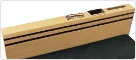 メガネや携帯、小物を置くのに便利なヘッドボード