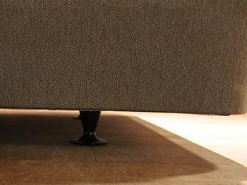 デザインへのこだわりはベッドフレームを支える脚にも