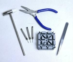腕時計メタルバンド調整のための工具