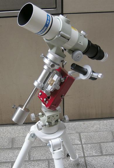 SWAT-200本体と各種専用アクセサリーの組合せ使用例。ビクセン・SXG-S71三脚、ビクセン・雲台アダプター、KYOEI・低重心ガイドマウントとの組合せ。