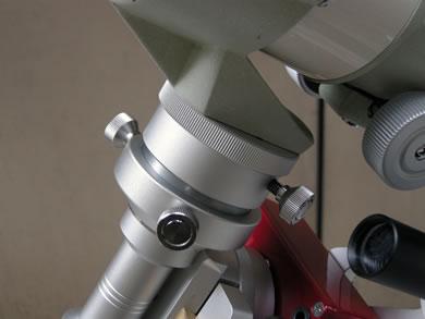 SWAT-200本体と各種専用アクセサリーの組合せ使用例。赤緯軸として「粗動回転ユニット」を使用しています。