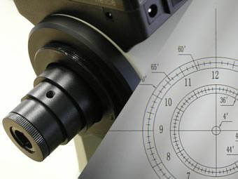 内蔵されている高精度極軸望遠鏡(暗視野照明付き)の画像