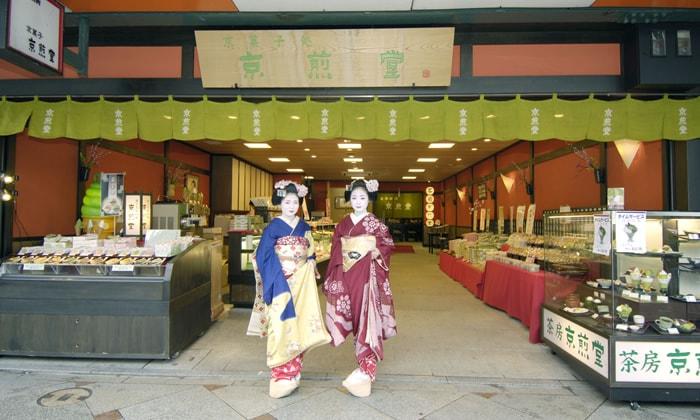 京都人気お土産は老舗煎餅屋