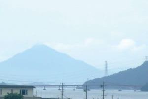 青戸大橋と若狭富士