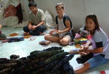 タイで作られたお洋服が遠い日本まで送られてくるのです☆