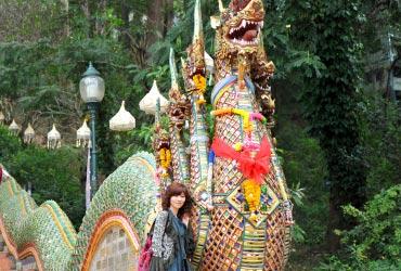 龍の首にもマーライが飾られています♪