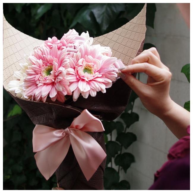 宝石のようにキラキラ輝くお花!