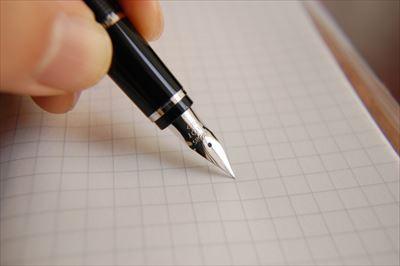 名入れのギフトを承る「ひかり屋」が伝えたい「使い込むほどに変化する万年筆の書き心地」〜名ブランドのボールペン・万年筆を多数販売中〜