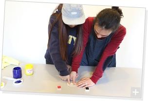 清 竜人×第4夫人 清 美咲、プリント作業の様子。