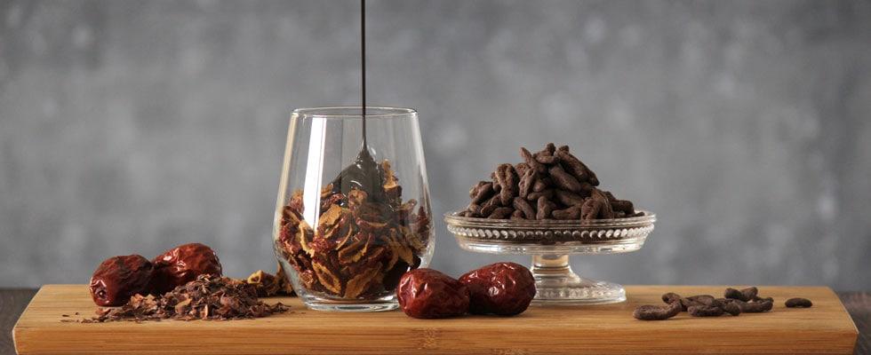 なつめチョコチップにチョコをかける