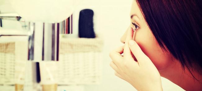 カラコンで目が充血した時の原因と解消方法