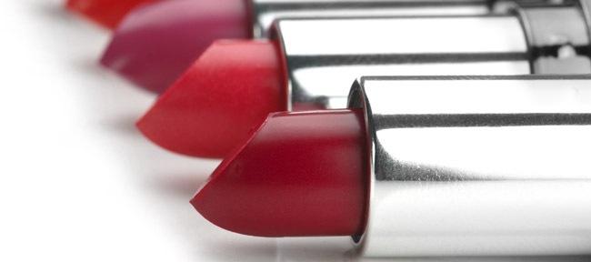 イメージに合わせた赤リップの使い方
