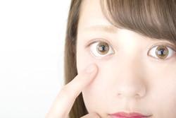 カラコンで白目が透ける? 自分の目に合ったカラコンを選ぶためのコツ