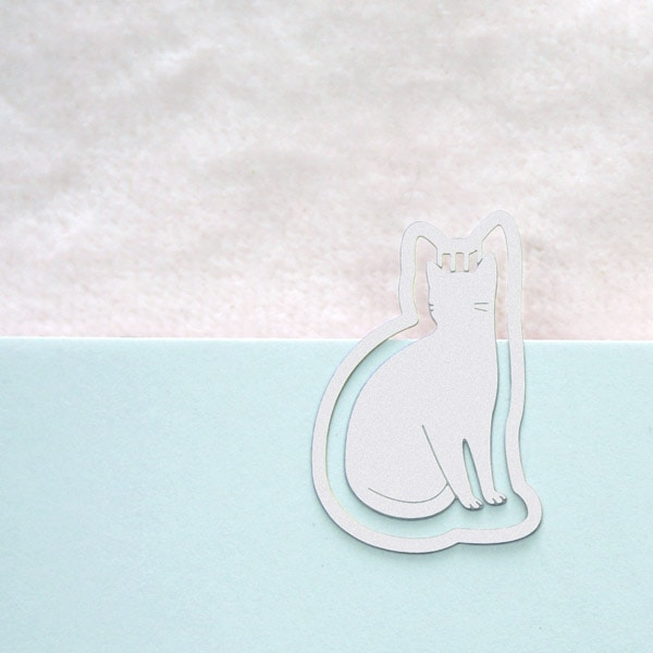 猫のシルエットが素敵な小さなクリップが1袋なんと10個も入っています。ノートやメモ帳をはさんで使って。