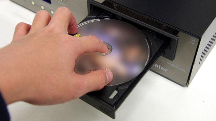 コピー元のディスクを入れる
