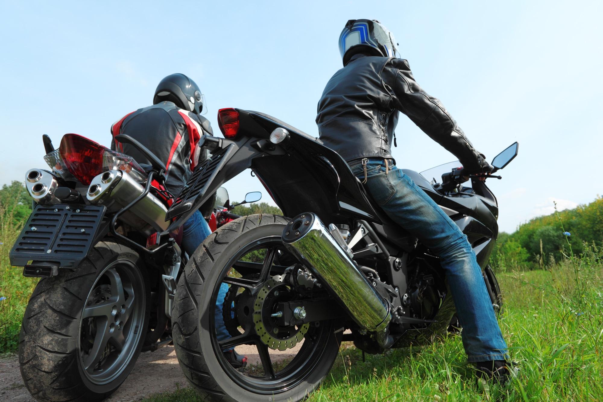 安全にバイクに乗るなら着用しておきたいライディングパンツ!