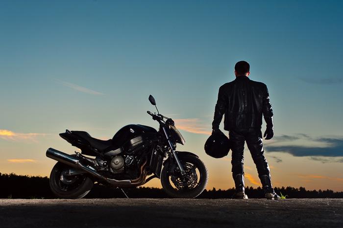 「暑いから」とTシャツでバイクに乗るのは危険!夏でも着ることができるメッシュのレザージャケット!!