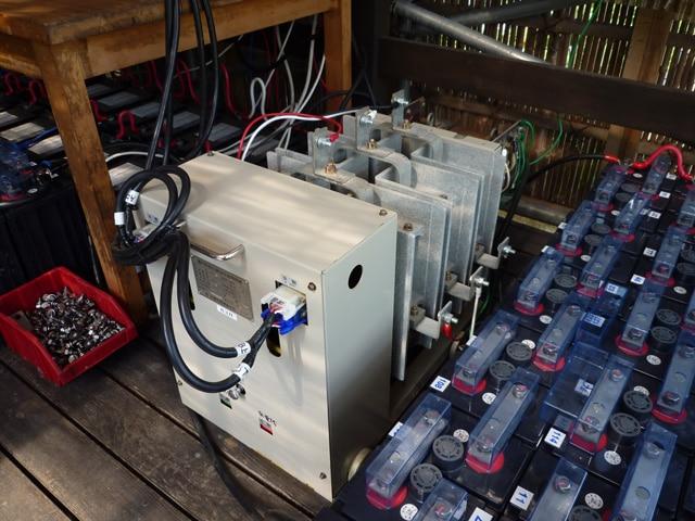 大型の切替機と特殊な変圧器