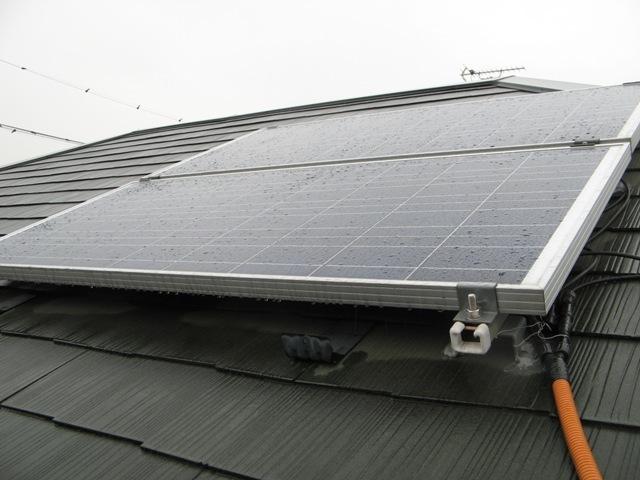 屋根金具とベースレールセットで取付