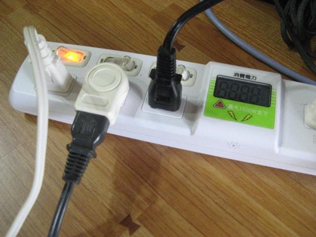 消費電力が表示されるコンセント