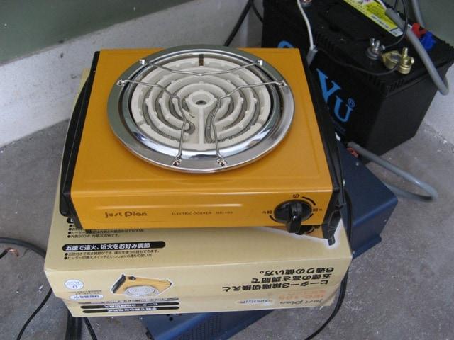 湯沸し用に電熱ヒーターも用意
