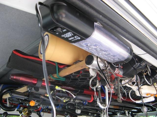 屋内用に12V照明も取り付け