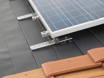 太陽光パネルの取付け金具
