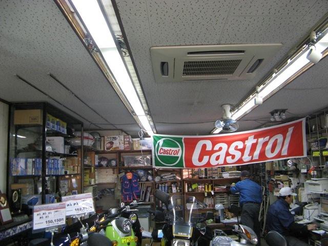 店舗内の照明は自作LED照明