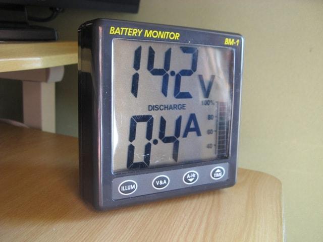 室内で蓄電状況を確認