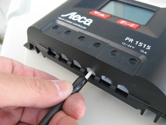 チャージコントローラーと延長ケーブルの接続