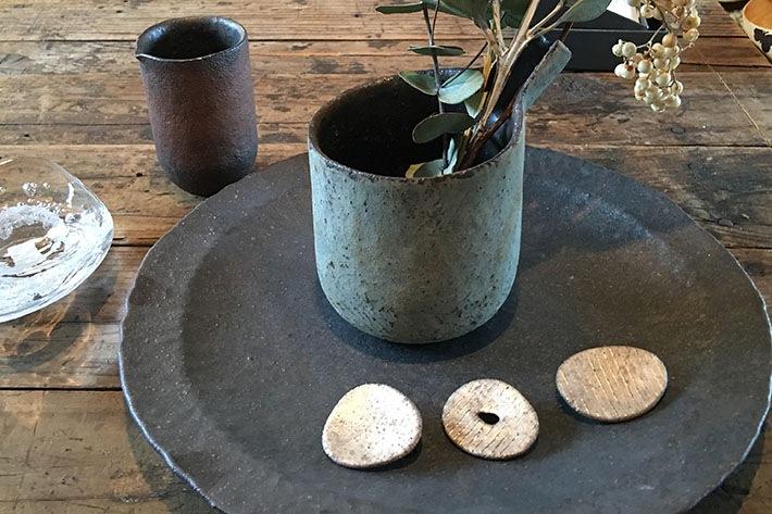 [高田かえ] Takada kae 黒釉の大皿