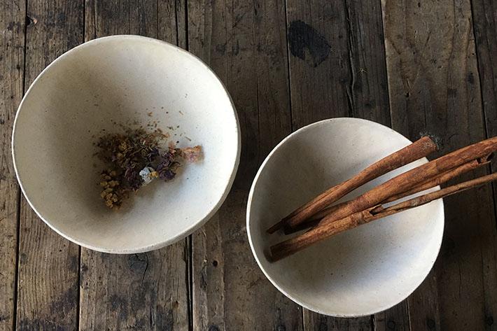[高田かえ] Takada kae 白土の浅鉢