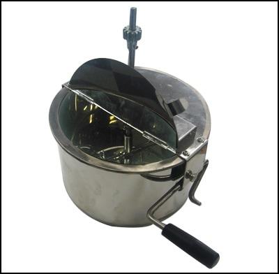 テフロン加工でお手入れが簡単な専用釜