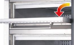 炉床板には蓄熱性に優れた天然石を使用