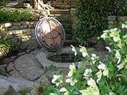 グラストンベリー・トーの丘の庭の最奥にある古井戸