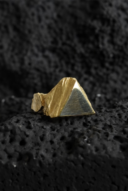 GASPARD HEX Triangle Seal Ring gold plated