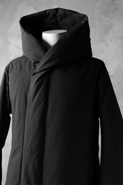 ATTACHMENT by KAZUYUKI KUMAGAI Hooded Down Coat [PEACH SKIN]