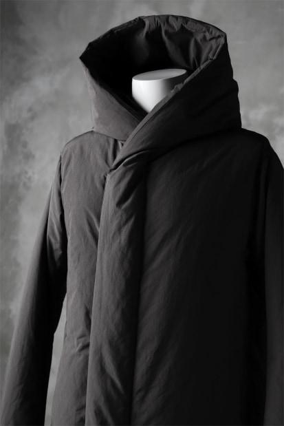 ATTACHMENT by KAZUYUKI KUMAGAI Hooded Down Coat [PEACH SKIN]