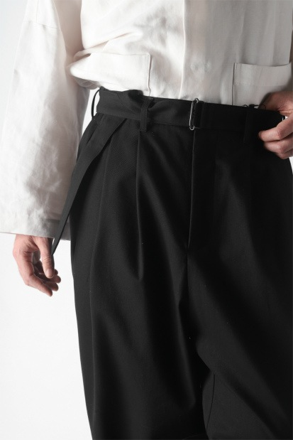 KAZUYUKI KUMAGAI Wide Tapered Trousers with Belt [Compact Strong Twill]