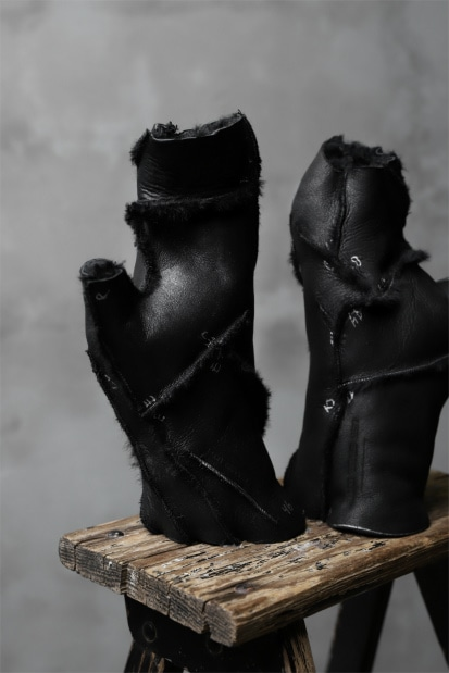 LEON EMANUEL BLANCK exclusive DISTORTION MITTEN GLOVE / CURLY MERINO SHEARLING