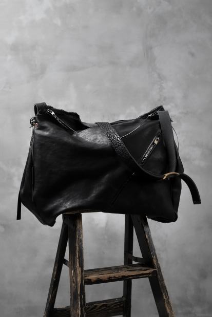 ierib x LOOM exclusive DR shoulder bag / oiled horse and bull