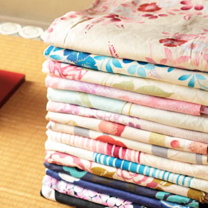 夏を彩る華やか浴衣。