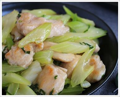 セロリと鶏肉の塩炒め