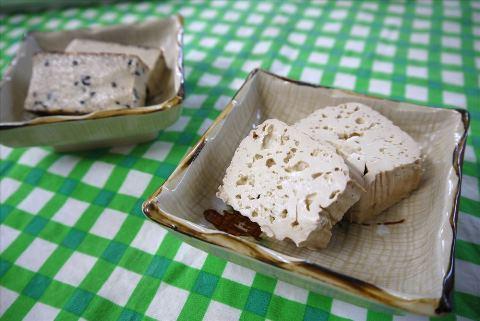 味つきこも豆腐 こもどうふ 大町屋 泡の入った食べごたえのある豆腐 飛騨の名産