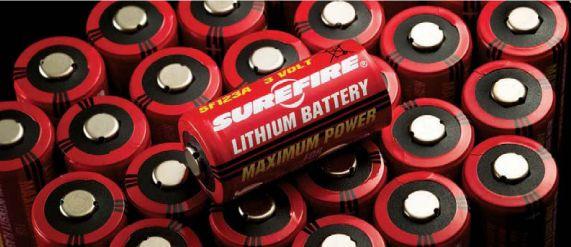 SUREFIRE(シュアファイア)の123Aリチウム電池(CR123A)は大容量・大パワーで、国内製の他社製品よりも長持ちです。