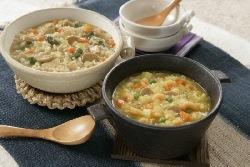 水かお湯で戻すだけで、洋風鶏雑炊と洋風海老雑炊ができあがり