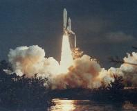 サバイバルフーズはアポロ計画から宇宙食として活用され、スペースシャトル(NASA提供画像)計画でも常に機内食として採用されています。