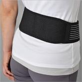 腰全体とおなかを包み込むように広範囲をサポートします