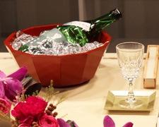 伝統の根来塗十二角盛鉢をワインクーラーとして