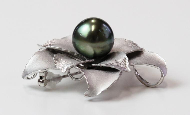真珠ブローチ